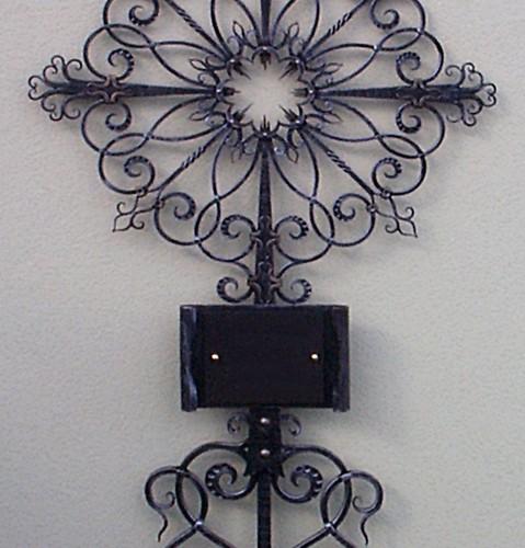 GK05024 Kreuz mit Blumen Mittelpunkt
