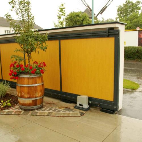 ET1383 Einfahrtstor mit Holz
