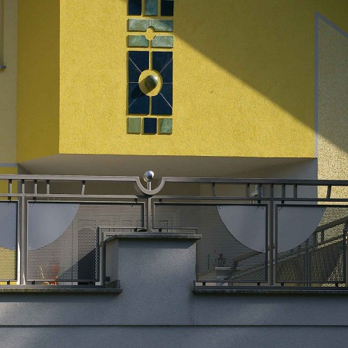 GL1118 Balkongelaender Lochblech Verziert Naeher