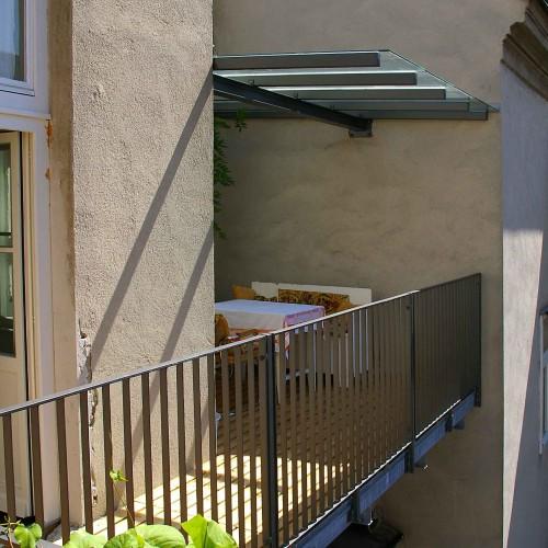 GL1133 Balkonkonstruktion mit Holzrost21