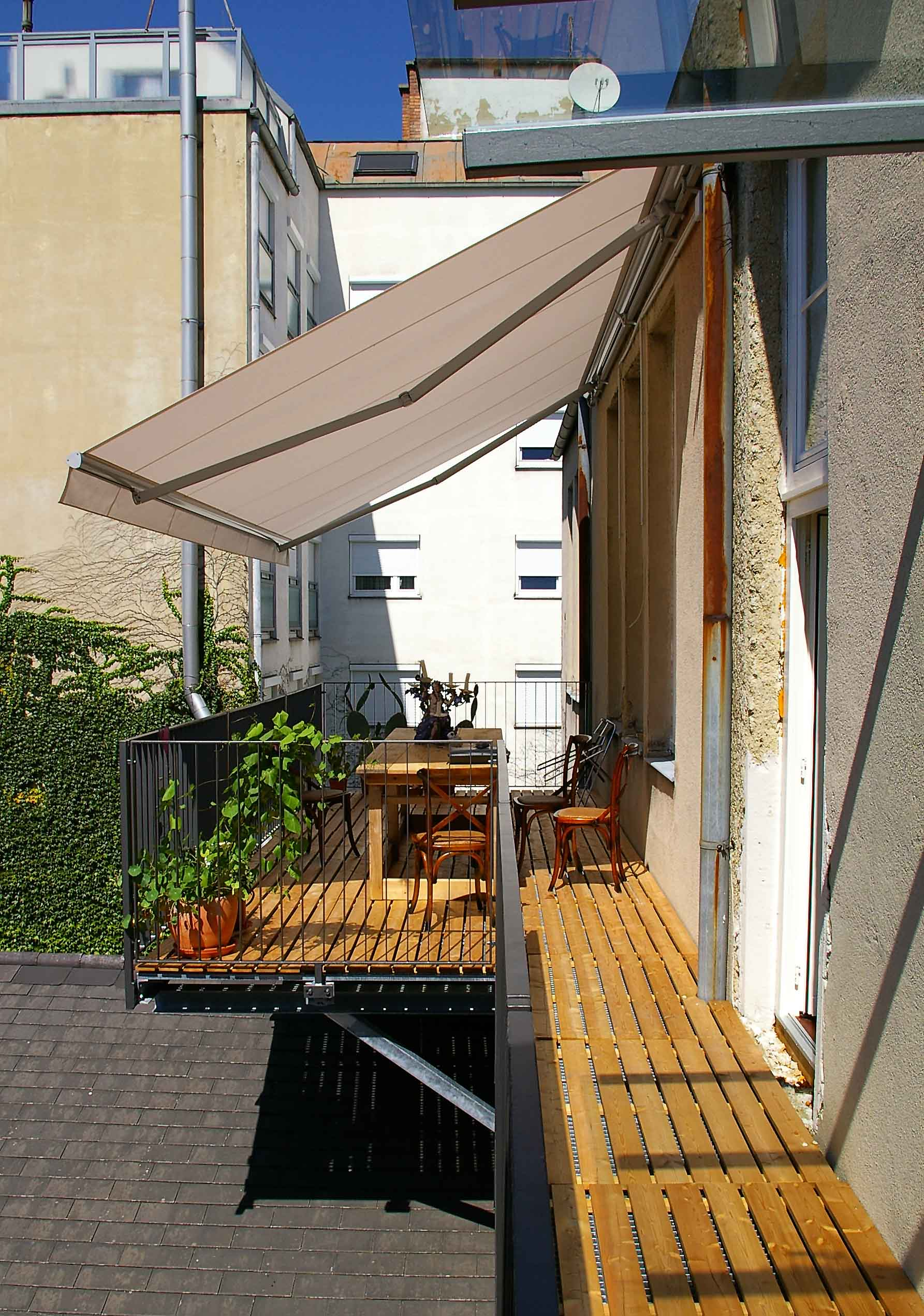GL1134_Balkonkonstruktion_mit_Holzrost1