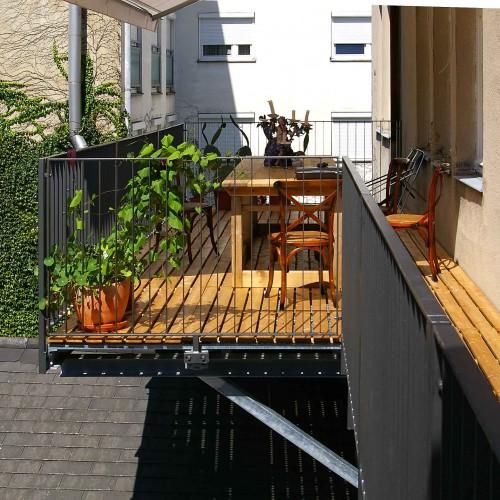 GL1135 Balkonkonstruktion mit Holzrost1 naeher1